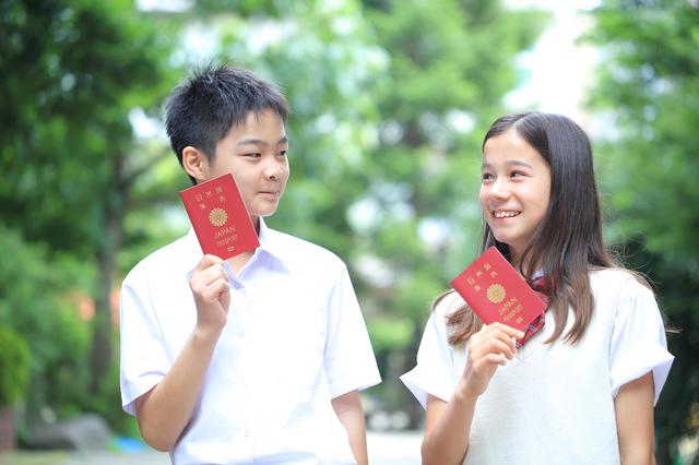 中学生、パスポート、海外